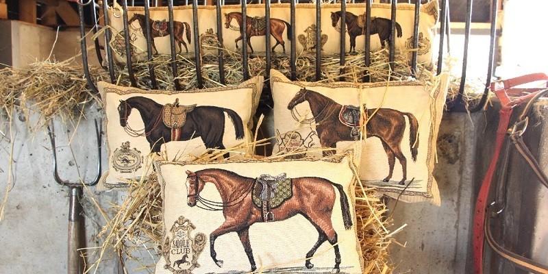 Exklusive Pferdegeschenke: Decken & Kissen für Reiter & Pferdefreunde